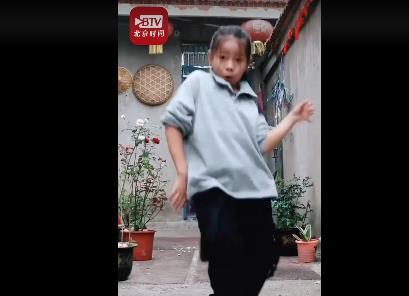 11岁农村女孩跳舞引网友喊话出道 究竟是怎么一回事?